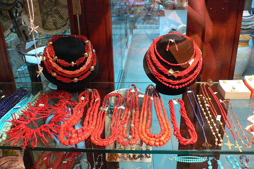 coral-jewellery-at-cala-gonone1