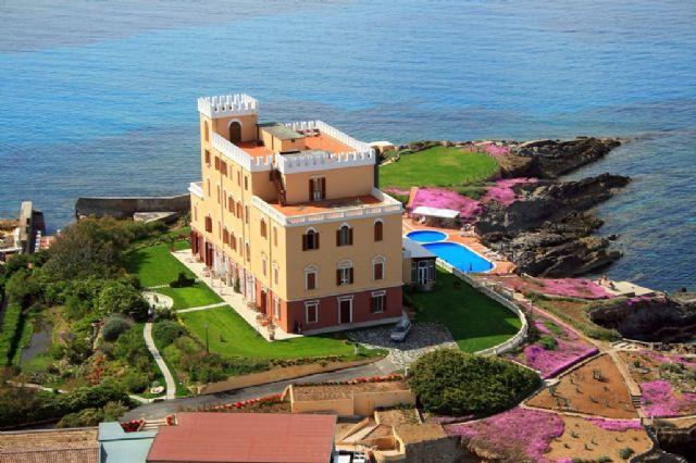 hotel-villa-las-tronas_1