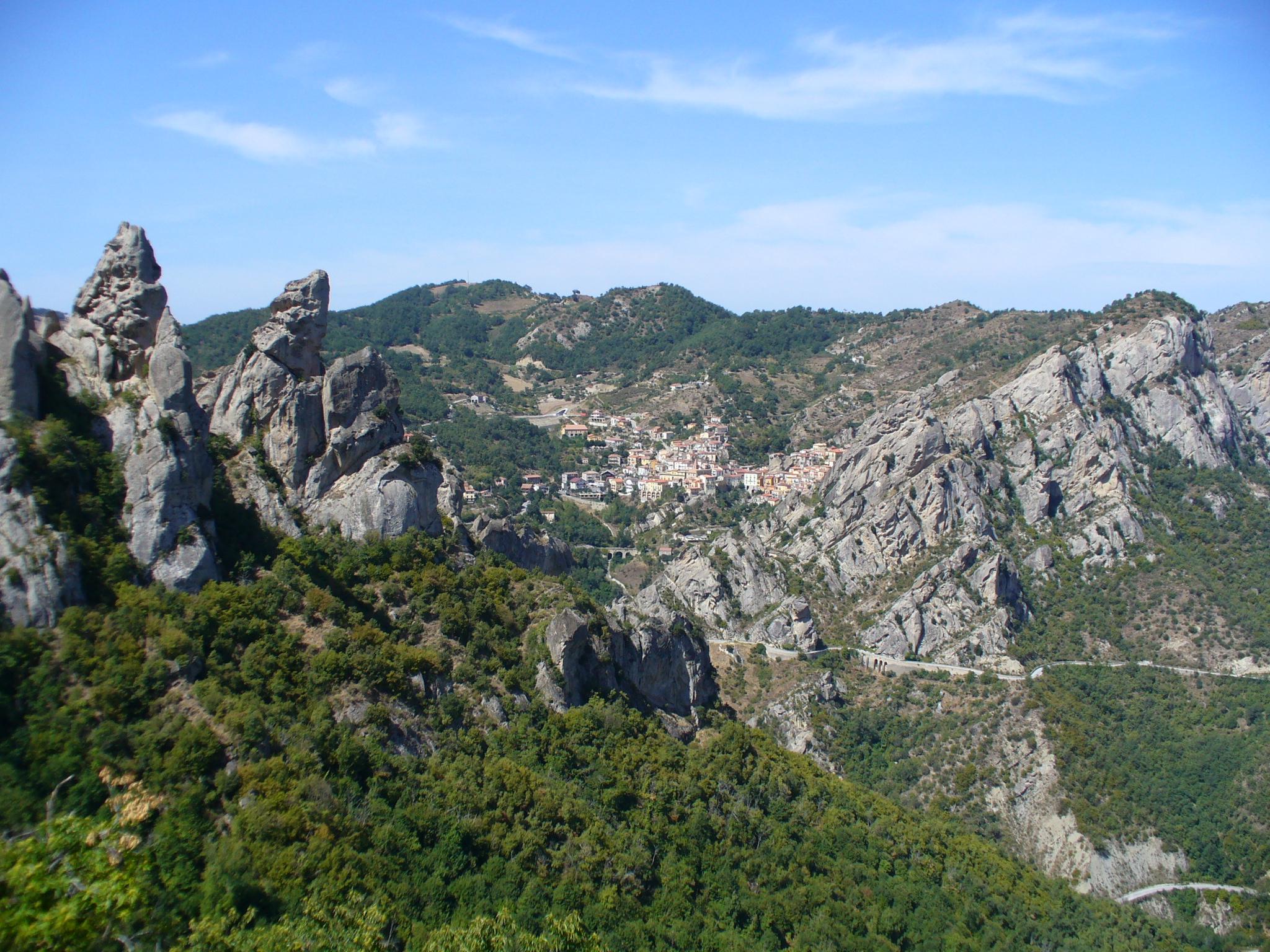 Castelmezzano from Pietropertosa (2)